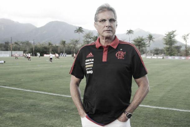 Flamengo age rápido e anuncia Oswaldo de Oliveira como novo técnico