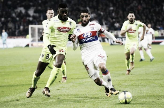 Fekir marca pelo quarto jogo consecutivo, mas Lyon tropeça em casa diante do Angers