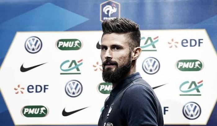 Atacante Giroud comenta momento da França pós-Euro e analisa Eliminatórias