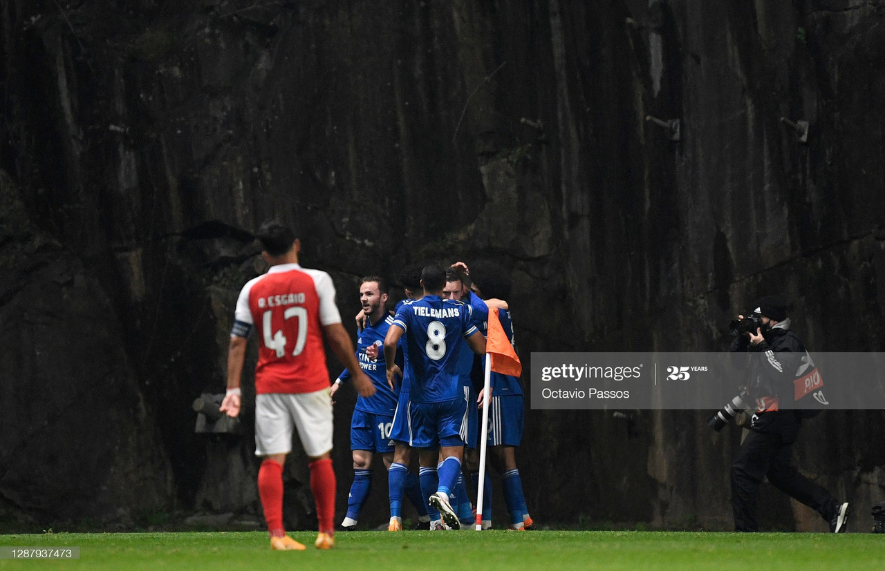 BRAGA, PORTUGAL - NOVEMBER 26: Jamie Vardy of Leicester City celebrates after scoring their team's third goal with his team during the UEFA Europa League Group G stage match between SC Braga and Leicester City at Estadio Municipal de Braga on November 26, 2020 in Braga, Portugal. Sporting stadiums around Portugal remain under strict restrictions due to the Coronavirus Pandemic as Government social distancing laws prohibit fans inside venues resulting in games being played behind closed doors. (Photo by Octavio Passos/Getty Images)