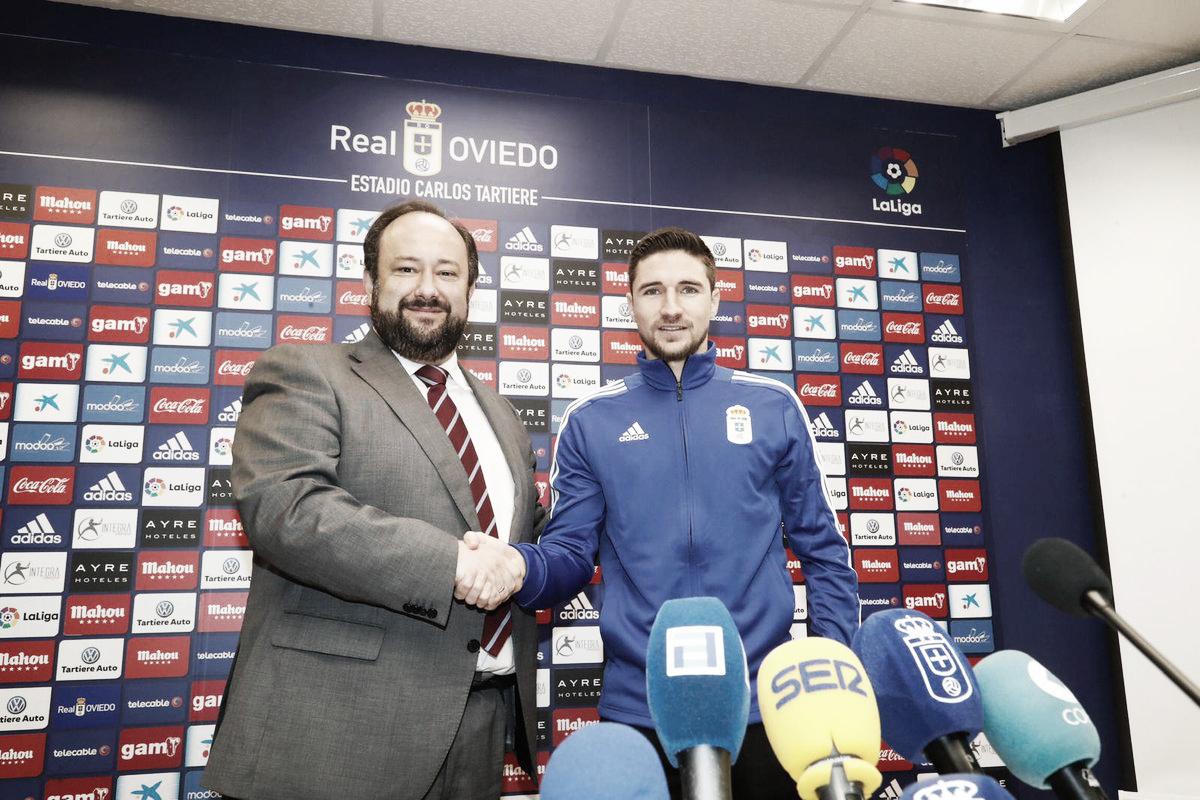 Presentación de Omar Ramos con el Real Oviedo