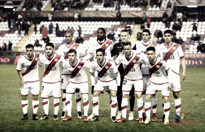 """Adrián Embarba: """"El equipo ha dado la cara y es una pena no poder dar la victoria a la afición"""""""