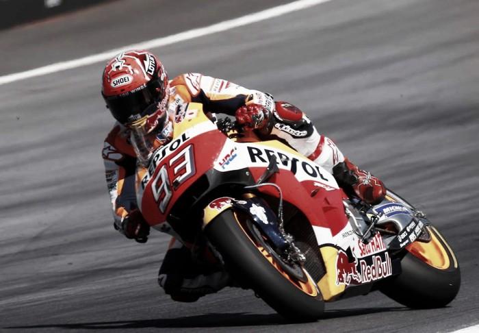 Márquez emerge al final para empezar líder
