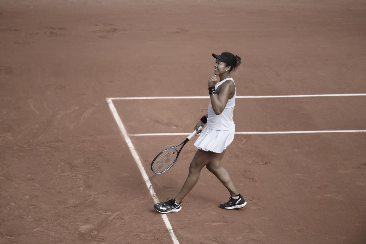 Osaka sofre pneu, mas aplica virada sobre Schmiedlova e estreia com vitória em Roland Garros