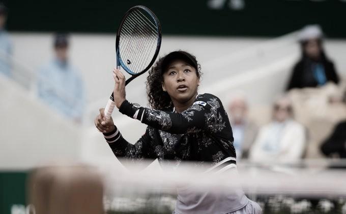Osaka sai do buraco mais uma vez, elimina Azarenka e sobrevive em Roland Garros