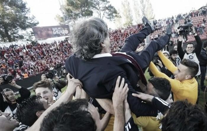 """Emocionado, Enrique Martín dedica acesso à todos os torcedores: """"Nos apoiaram em todas as circunstâncias"""""""