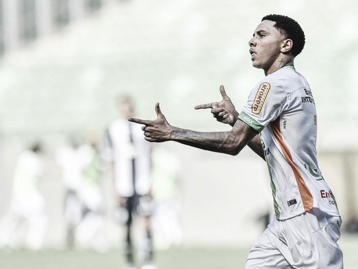 Osman elogia assistência de Leandro Guerreiro após marcar na primeira vitória do América-MG