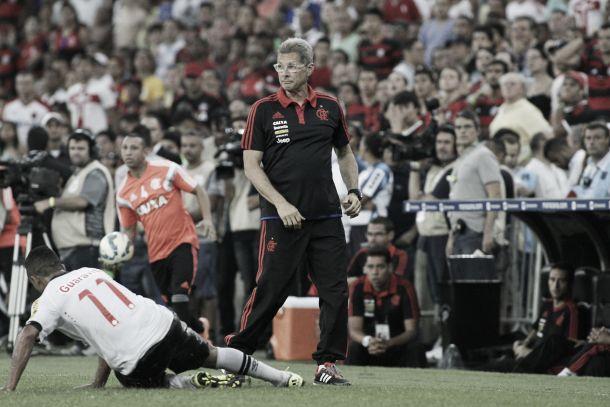 Oswaldo de Oliveira aponta falta de reação do Flamengo em derrota diante do Vasco
