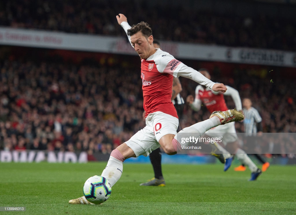 Mesut Ozil on Arsenal win: 'Happy' to leapfrog Spurs in standings