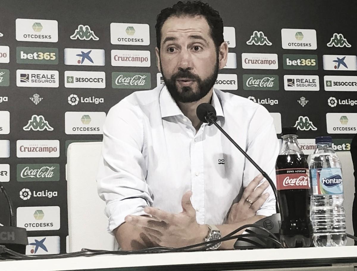 """Pablo Machín critica a atuação da arbitragem contra o Sevilla: """"Surpreendido e indignado"""""""