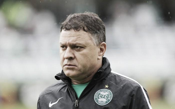 Pachequinho lamenta revés do Coritiba e acredita que resultado deveria ser diferente