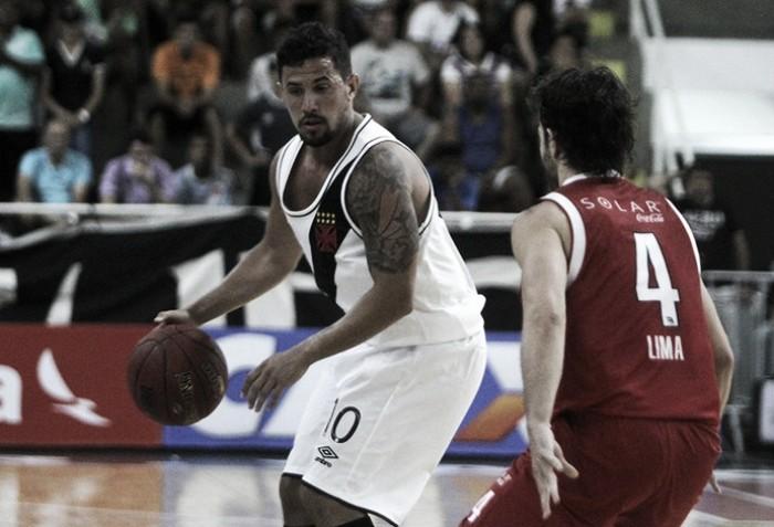 Palacios lembra grande cesta e Murilo celebra vitória do Vasco sem tirar pés do chão
