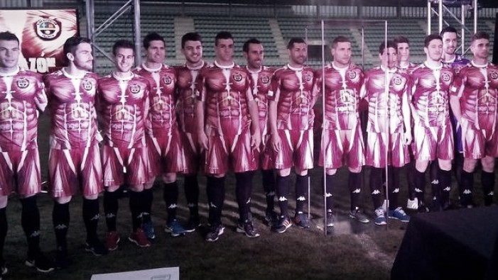 Time da quarta divisão espanhola inova e apresenta inusitado uniforme para fim de temporada