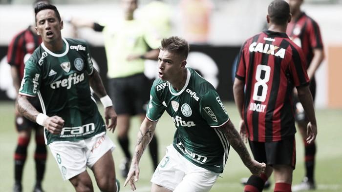 Com dois de Gabriel Jesus, Palmeiras goleia Atlético-PR na estreia do Brasileirão