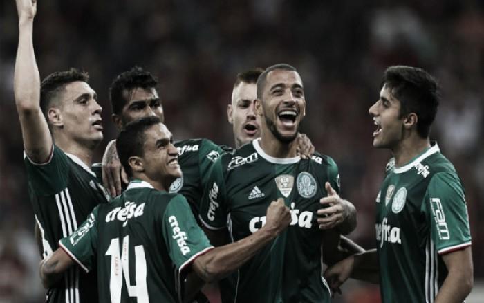 Palmeiras quebra invencibilidade do Atlético-PR em casa e segue isolado na liderança