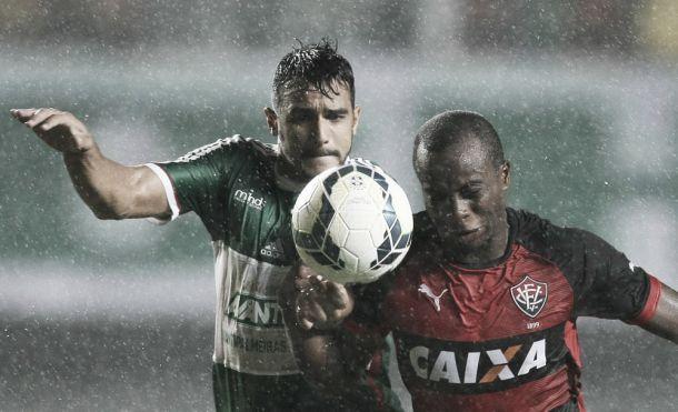 Para espantar a crise, Palmeiras encara o Vitória no Pacaembu