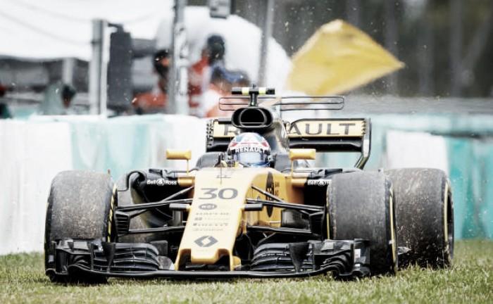 Renault confirma entrada de Sainz no lugar de Palmer a partir do GP dos Estados Unidos