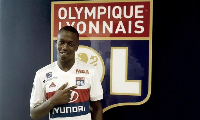 Lyon oficializa contratação do meio-campista Pape Cheikh Diop, ex-Celta