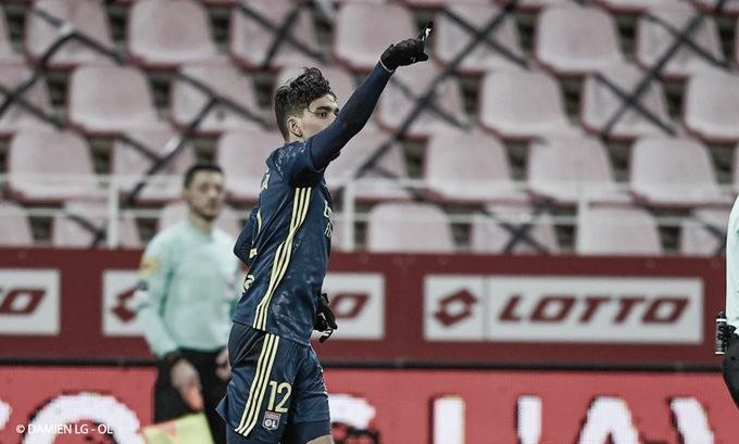Com gol decisivo de Paquetá, Lyon supera Dijon fora de casa