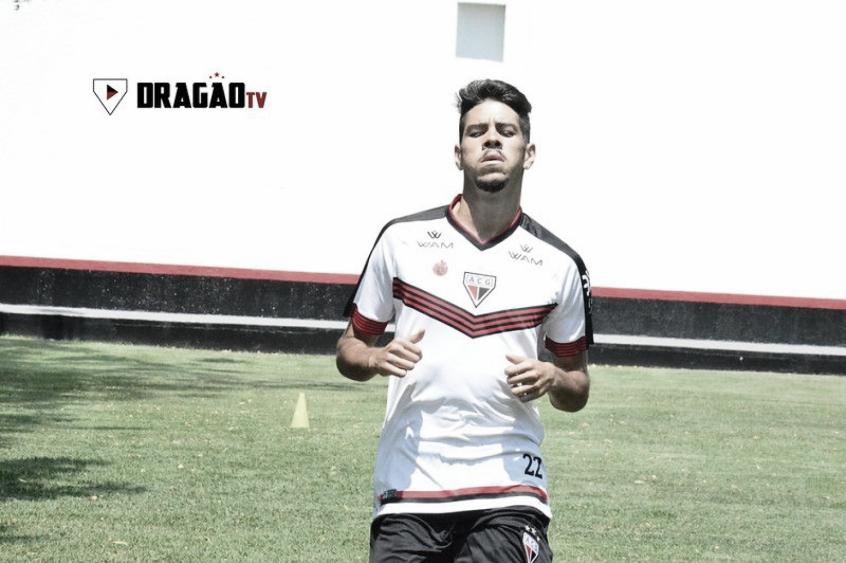 Victor Paraíba fala em 'empenho para atingir nível ideal' no Atlético-GO