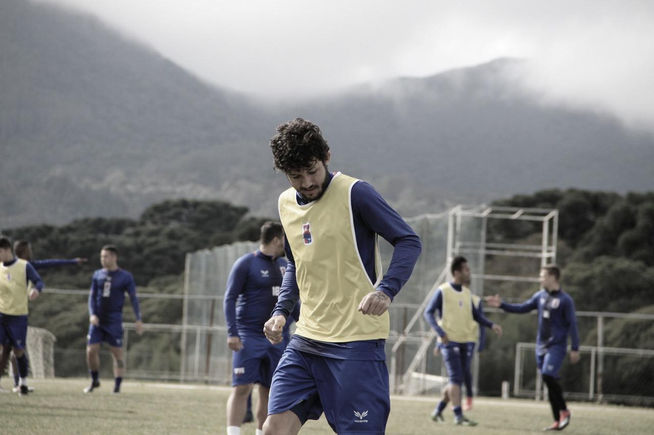 Sem vencer há cinco jogos, Paraná recebe Atlético-GO pela Série B