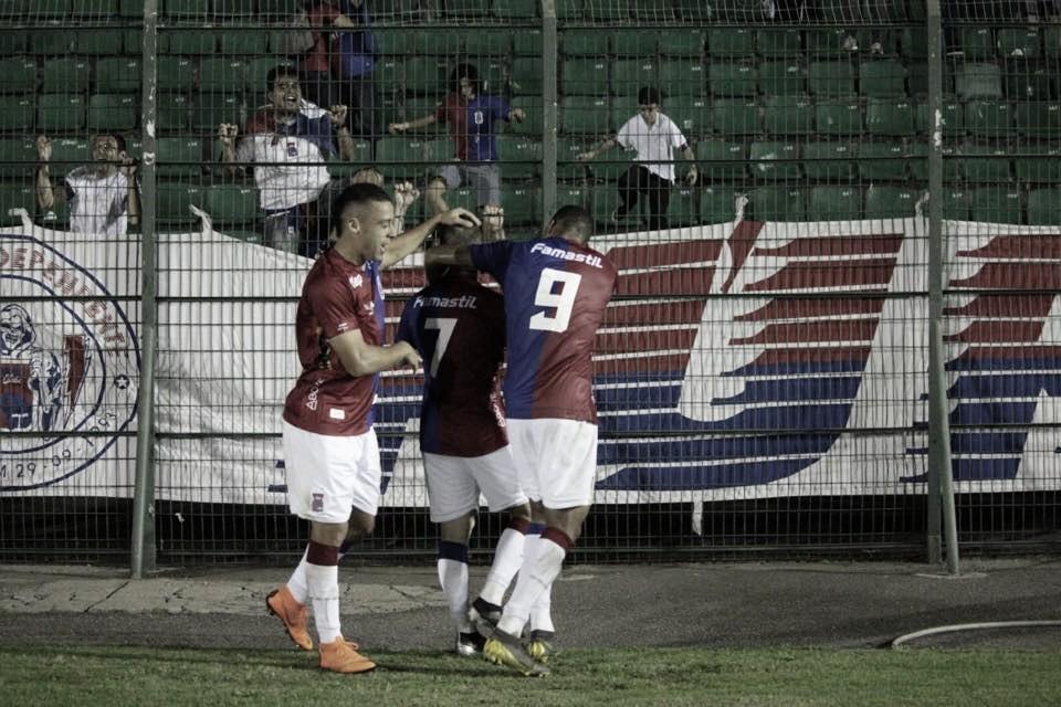 Paraná bate Figueirense fora de casa e alcança quinta vitória seguida na Série B