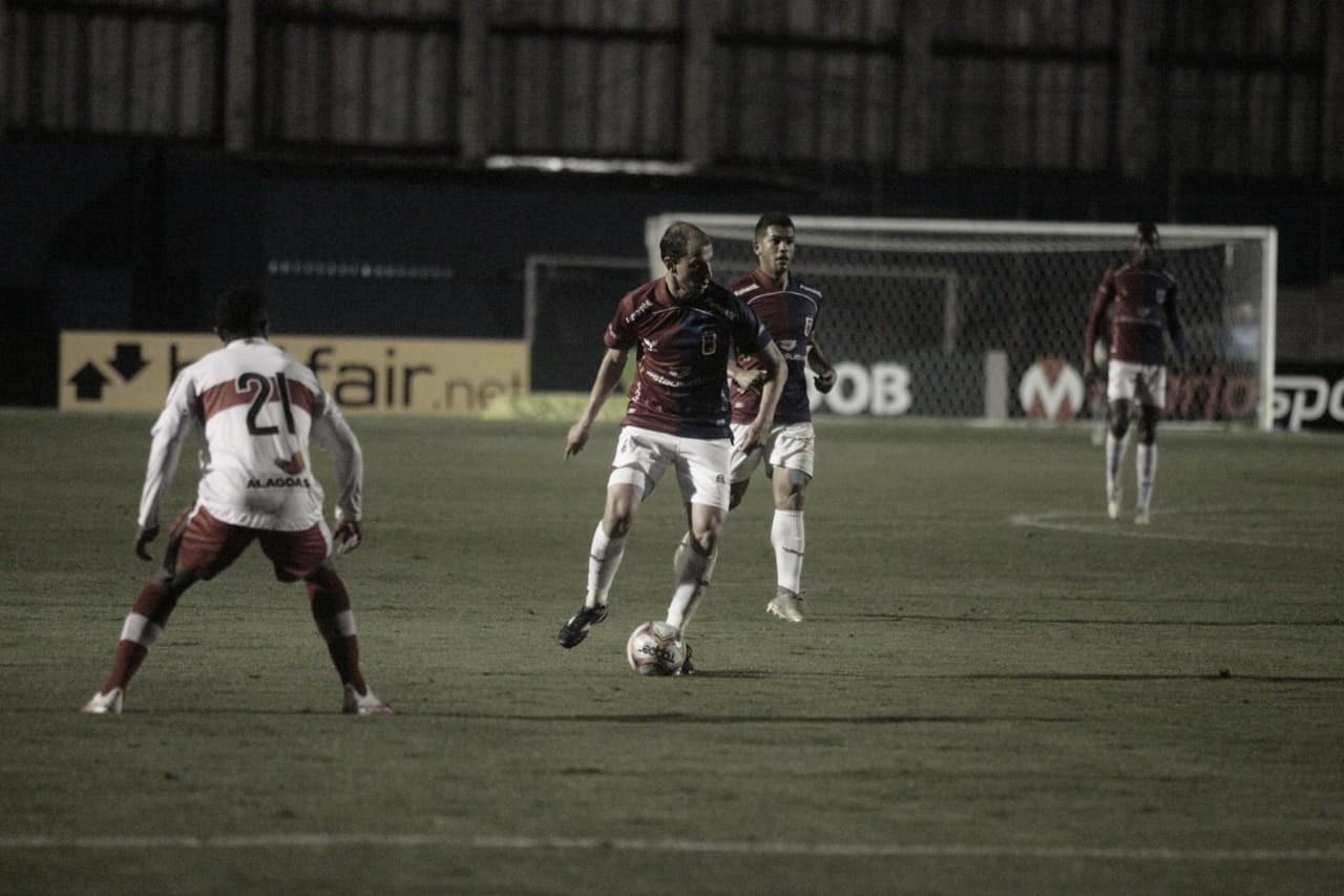 Paraná vence CRB e assume liderança da Série B
