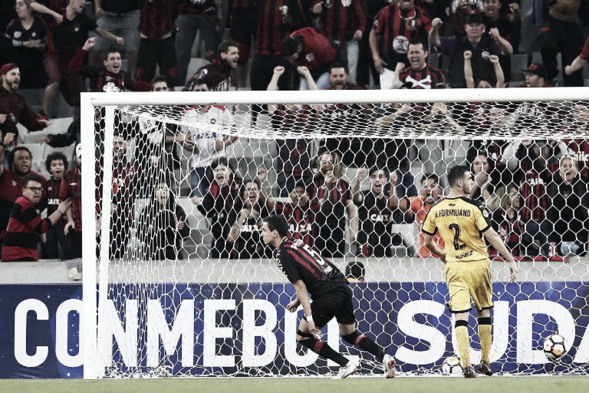 Paranaense venció a Peñarol en la ida de dieciseisavos de la Sudamericana