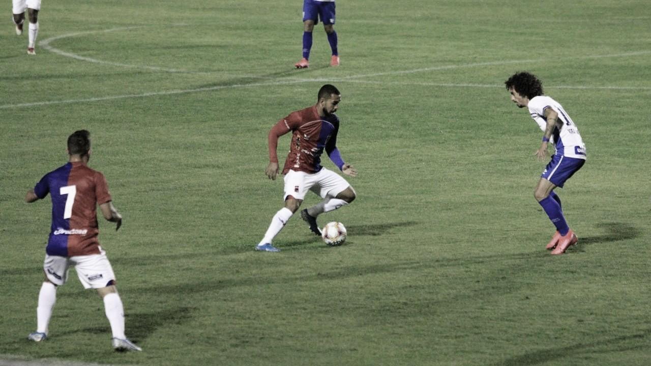 Paraná bate Avaí graças a gol contra e garante primeira vitória na Série B