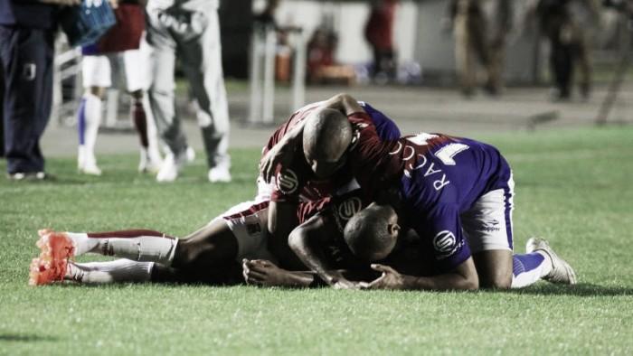 Com segundo tempo frenético, Paraná bate CRB em duelo de oito gols