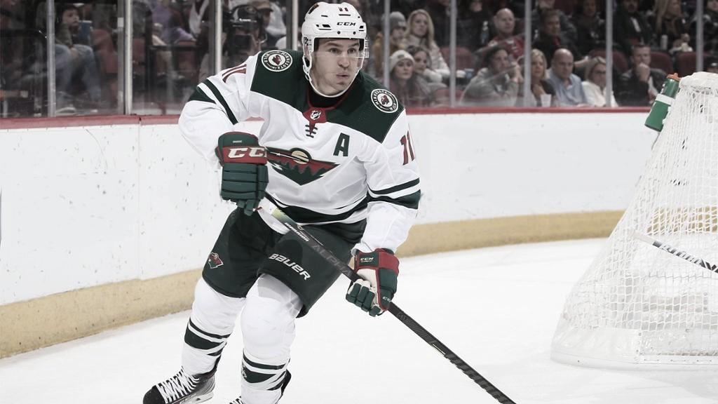 Zach Parise firma con New York Islanders
