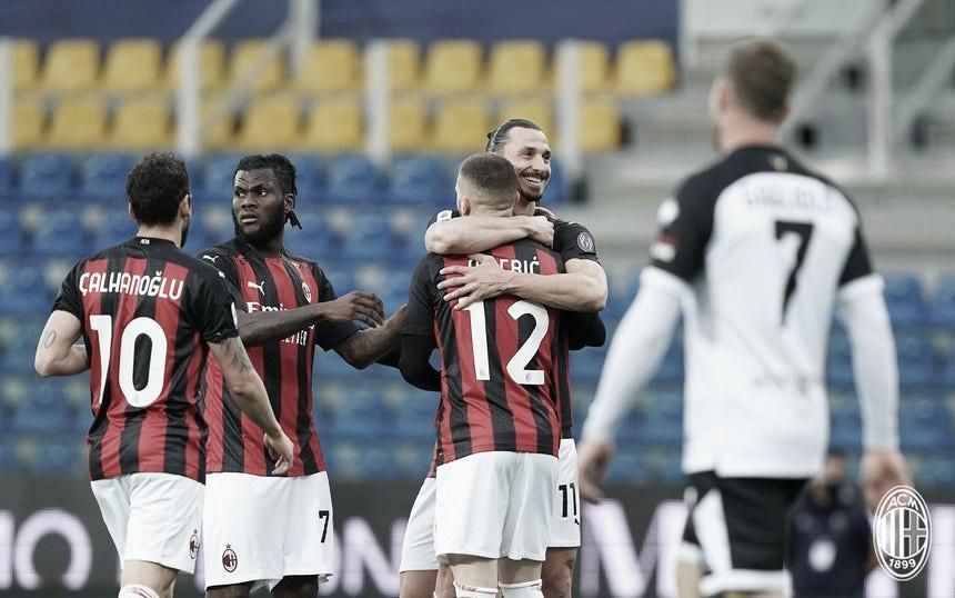 Ibrahimovic é expulso, mas Milan vence Parma com doses de sofrimento