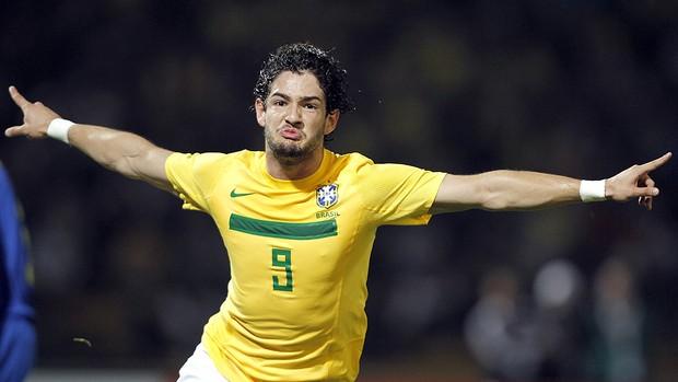 Brasil entra en cuartos tras jugar el mejor partido de la era Menezes