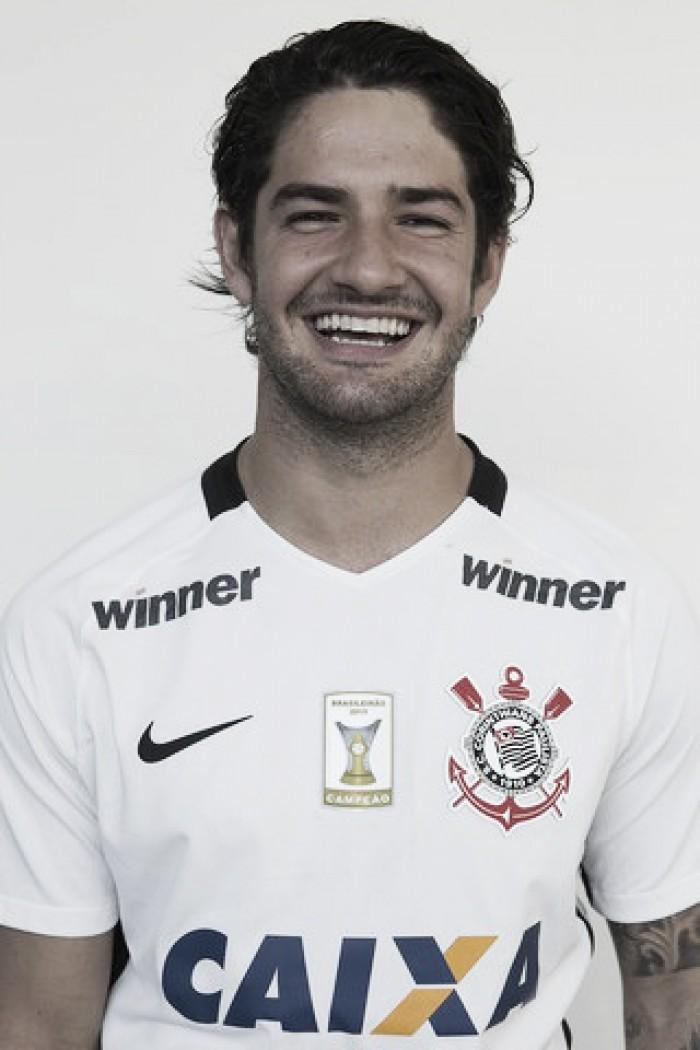 Perto da reestreia, Alexandre Pato tem foto atualizada em site do Corinthians