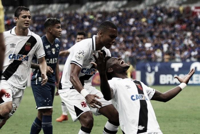 Vasco marca no início, segura pressão do Cruzeiro e se aproxima de vaga na Libertadores