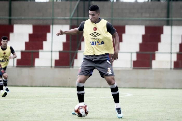 Em sua primeira pré-temporada com o Vasco, atacante Paulinho se diz motivado para 2018