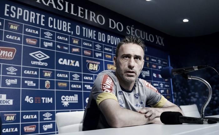 """Contestado no cargo, Paulo Bento confirma Ábila para próxima partida: """"Poderá nos ajudar"""""""