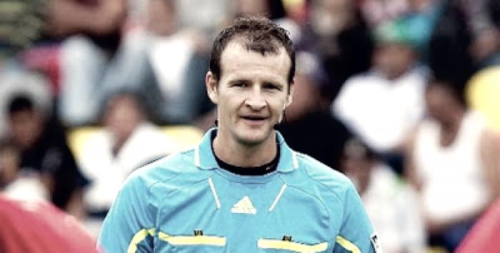 Pavel Kralovec dirigirá el choque ante el Borussia Dortmund