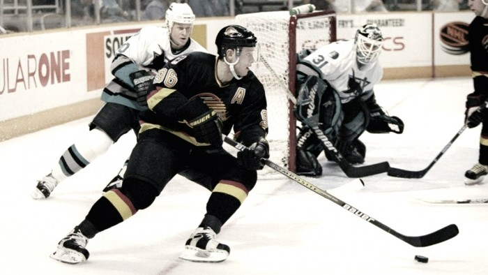 Former NHL Players who would be a perfect fit in the NHL today