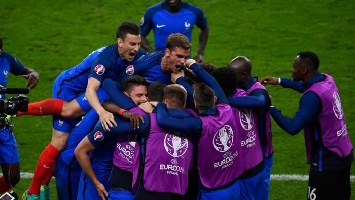 Euro 2016 - Payet illumina, la Francia va: 2-1 a Saint Denis!