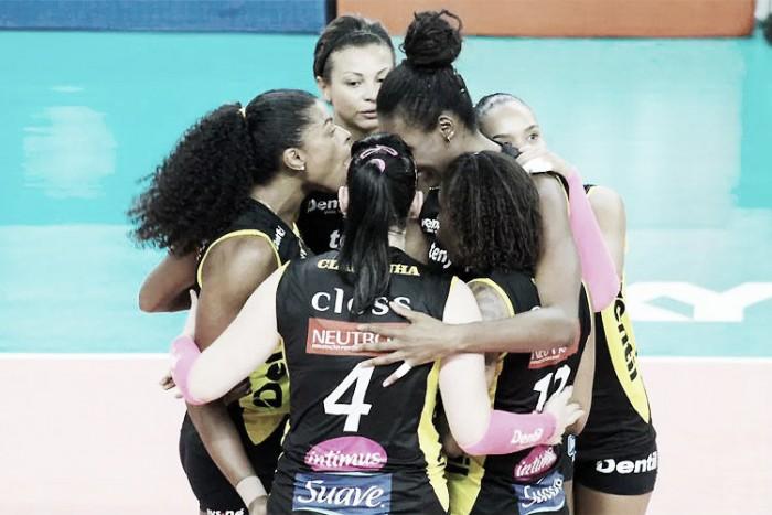 Praia Clube passa sufoco, derrota Pinheiros e continua invicto na Superliga Feminina