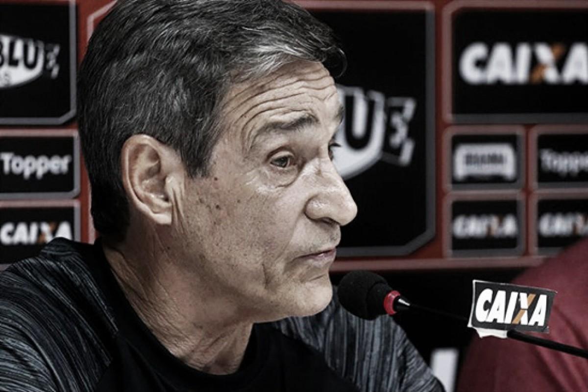 Carpegiani exalta sistema defensivo do Vitória após empate sem gols com o Fluminense