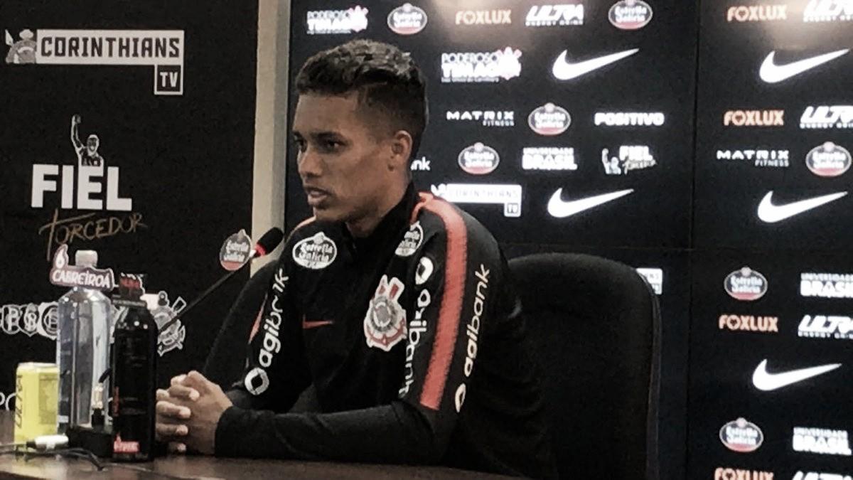 """Assediado por clubes europeus, Pedrinho garante permanência no Corinthians: """"Quero fazer história"""""""