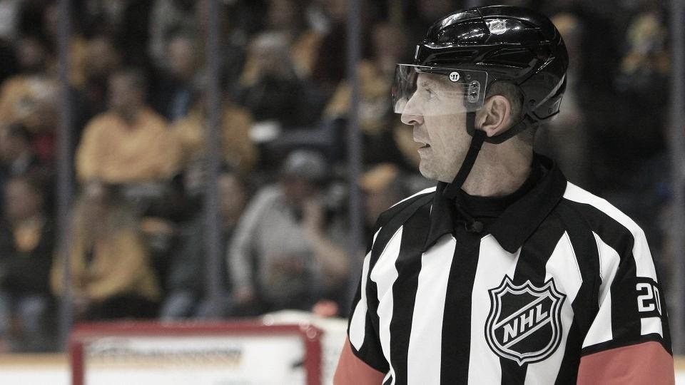 Tim Peel no arbitrará más partidos de la NHL