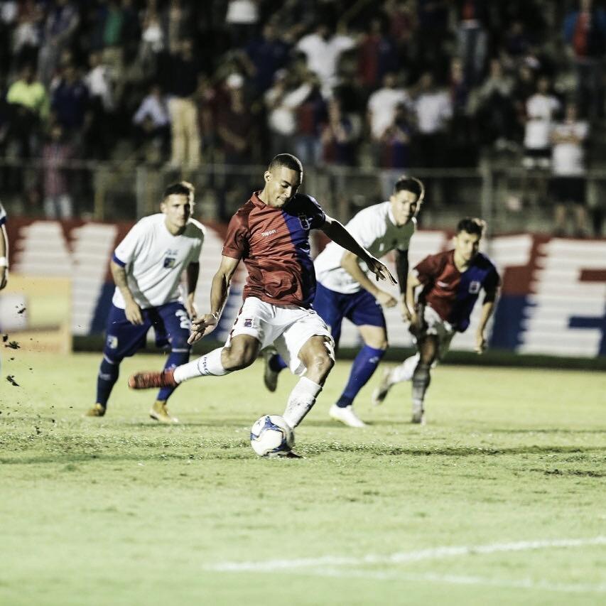 Em jogo de três pênaltis, Paraná derrota Foz do Iguaçu e vence sua primeira partida na temporada