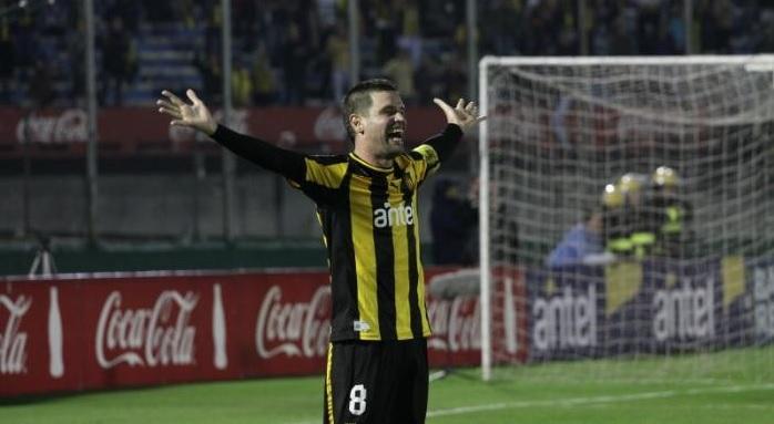 Antonio Pacheco brilha, Peñarol vence Defensor e conquista o Campeonato Uruguaio
