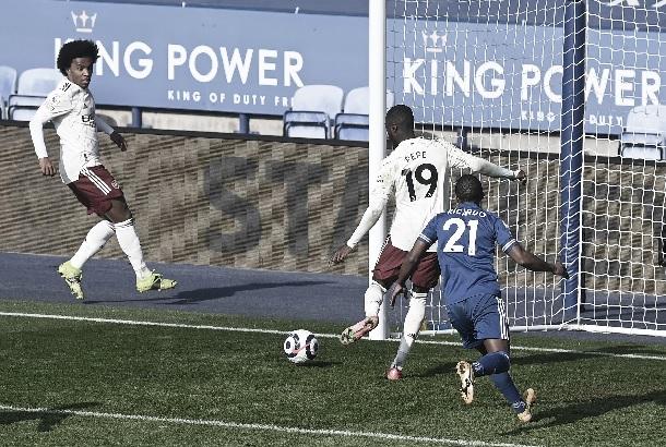 El Arsenal consigue imponerse a un Leicester con muchas bajas