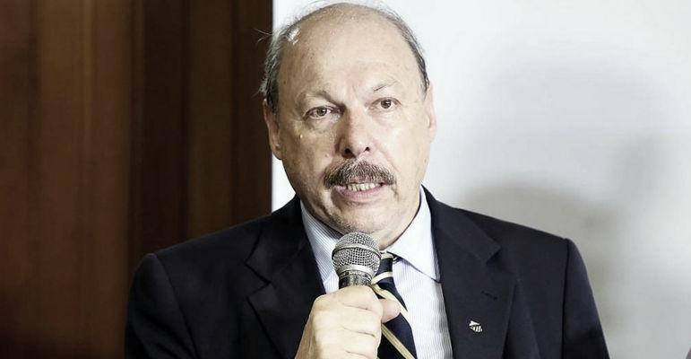 Após discussão com empresário, Peres exige respeito à soberania do clube