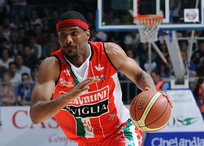 Playoff: Siena raggiunge le semifinali, Cantù e Pesaro a gara 5