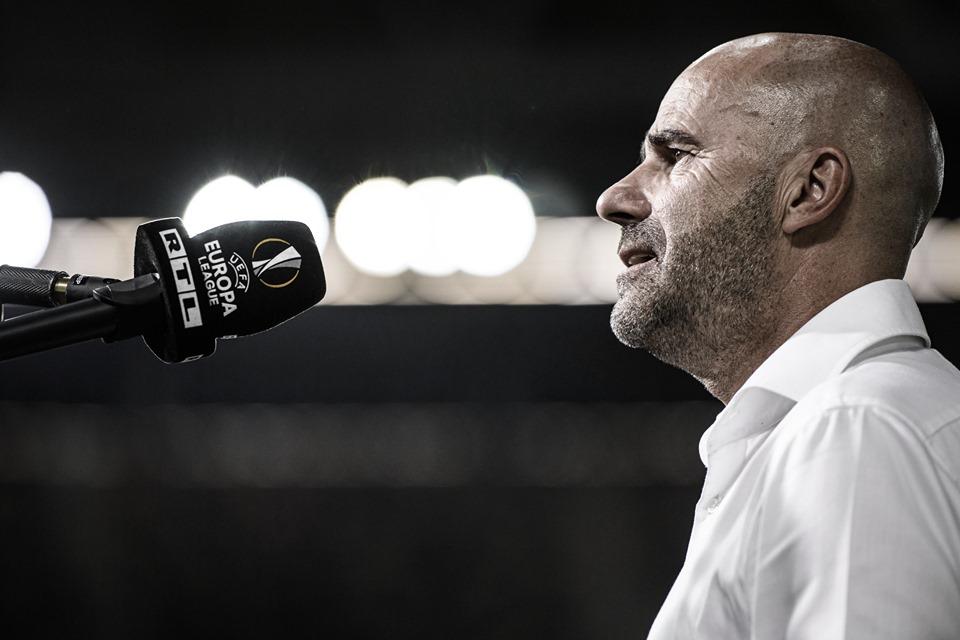 """Peter Bosz lamenta eliminação do Leverkusen na Europa League: """"Muito decepcionante"""""""